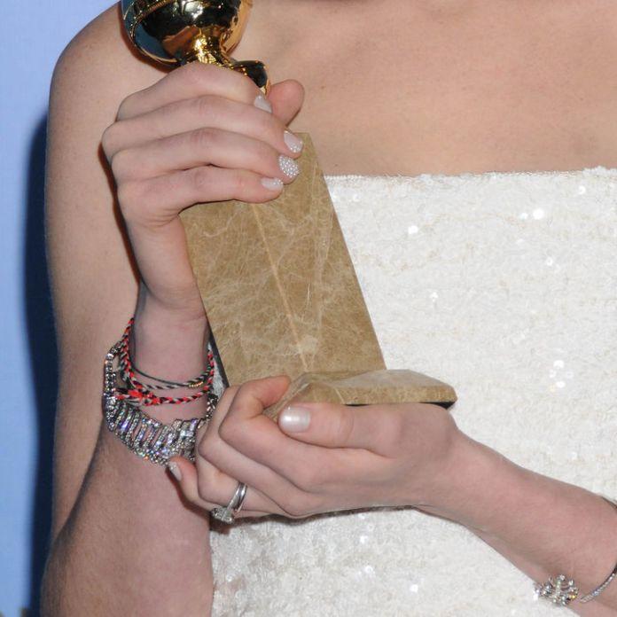 anne-hathaway-nails-golden-globes-w724