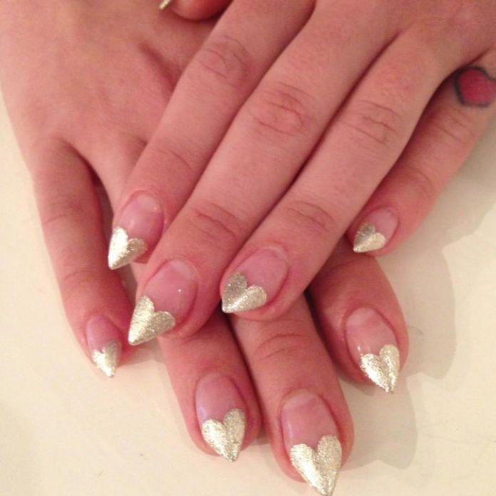 kelly-osbourne-globes-nails-w724